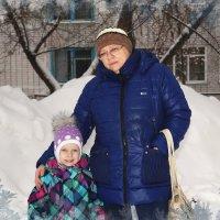 Мы с бабушкой гуляем. :: Anatol Livtsov