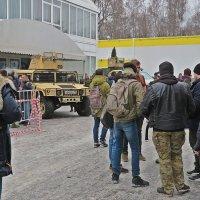 """Страждущие  попасть на  выставку """"Страйккон"""" :: Виталий Селиванов"""