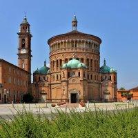 Старинная католическая церковь :: Владимир Соколов