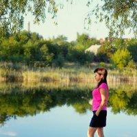 Девушка на берегу реки :: Alexandr Papazov