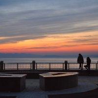 Вечер на набережной Владивостока :: Лариса Крышталь