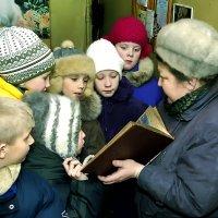 Школьники на экскурсии в фотоателье. :: Валентин Кузьмин