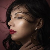 Женский портрет :: Elena Markova