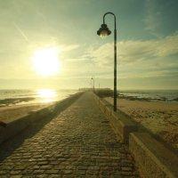 Фонарь и солнце :: Тахир Мурзаев