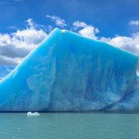 Синий айсберг... :: Владимир Жданов