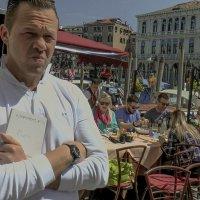 Venezia. Cameriere sulle fondamenta dei Vin. :: Игорь Олегович Кравченко