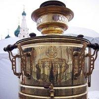 Самоварное золото ярославской масленицы, 24 казенных ведра, на Советской площади города :: Николай Белавин