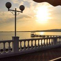 закат на набережной :: Лариса Крышталь