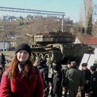 Девочка и танк :: Александр Рыжов