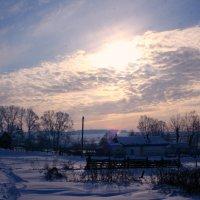 Хоть и март на дворе и весна в календаре, Но отдать свои права не спешит ещё зима... :: Евгений Юрков