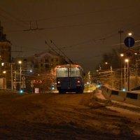 Последний троллейбус...(Памяти Булата Окуджавы!) :: ЛЮБОВЬ ВИТТ