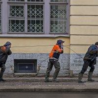 Бурлаки на улице зодчего Росси. :: Александр