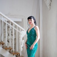 Девушка на лестнице :: Valentina Zaytseva