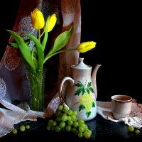 Натюрморт с зелёным виноградом... :: Нэля Лысенко