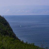 На синей глади белый пароход... :: Юрий Харченко