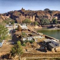вид на разные храмы г. Бадами, штат Карнатака :: Георгий А