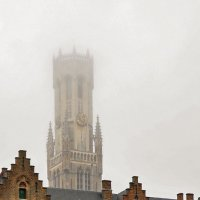 Брюгге. Прогулка по городу. Башня Белфорт в тумане. :: Надежда Лаптева