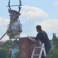 Установка памятника Маргелову. ДНР. :: Мария Коледа