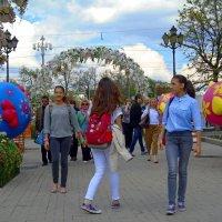 Весна в городе. Пешеходы :: Наталья Цыганова