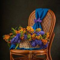 Букет цветов на стуле :: Светлана Л.