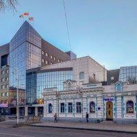 Городские контрасты :: Константин Поляков