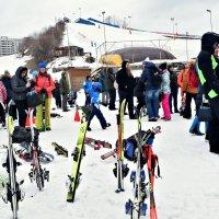 Лыжи у склона стоят, месяц закончился март... :: Татьяна Помогалова