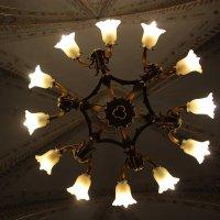 Золотистая Корона в комнате искрится....... :: Tatiana Markova