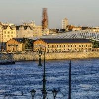 Современный ТЦ на реке Дунай :: Георгий А