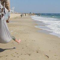 Нога у моря на прогулке :: Александр Скамо