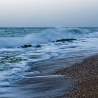 Не спокойно синее море... :: Валентина Булкина