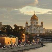 Небо над Храмом  Христа Спасителя. :: Виталий Виницкий