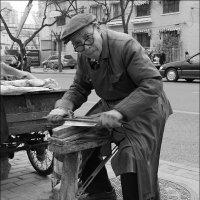 Уличный точильщик ножей :: Олег Потехин