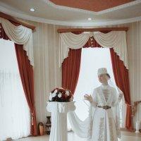Луиза в национальном наряде... :: Батик Табуев
