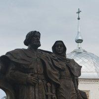 Памятник Петру и Февронье, г Муром :: сергей крючков