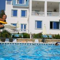 пролетая над бассейном :: Светлана Попова
