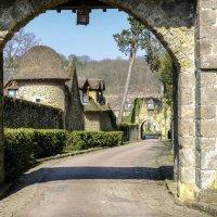 въезд в аббатство Во де Сернэ (Vaux de Cernay) :: Георгий А