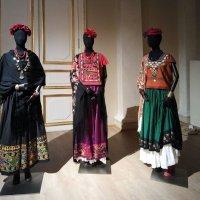 """Национальные костюмы женщин региона Теуантепек (платья """"теуаны"""", 1950-е) :: Елена Павлова (Смолова)"""