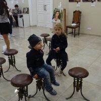 На выставке картин Фриды Кало. Дети в ожидании мам :: татьяна