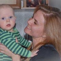 Мама с малышом на руках :: Александра