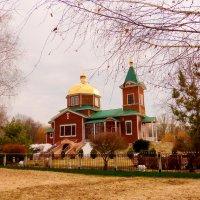 Храм в весеннем парке :: Александр Прокудин