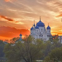 Вид на монастырь в Боголюбово на закате :: Александра