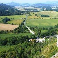 Вид на долину из Замка Хохостервиц :: Лидия Бусурина