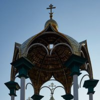 Беседка с фонтанчиком в виде креста :: Олег Манаенков