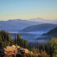 Утреннего тумана шлейф :: Сергей Чиняев