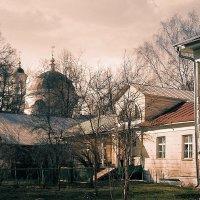 Музей -Усадьба Фряново и храм вдалеке :: Любовь