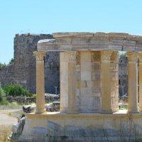 Турция. г. Сиде. Храм Тюхе. 2 век н.э. :: Ольга Кирсанова
