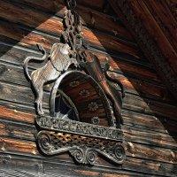 Фрагменты декора фасадов...Костромская Слобода... :: leonid