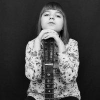 Девушка с гитарой :: Трушкина Наталья
