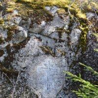 Крест на выступе скалы Сало-Калио :: Андрей
