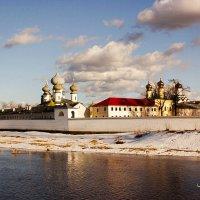 Монастырь на реке Тихвинка :: Сергей Кочнев